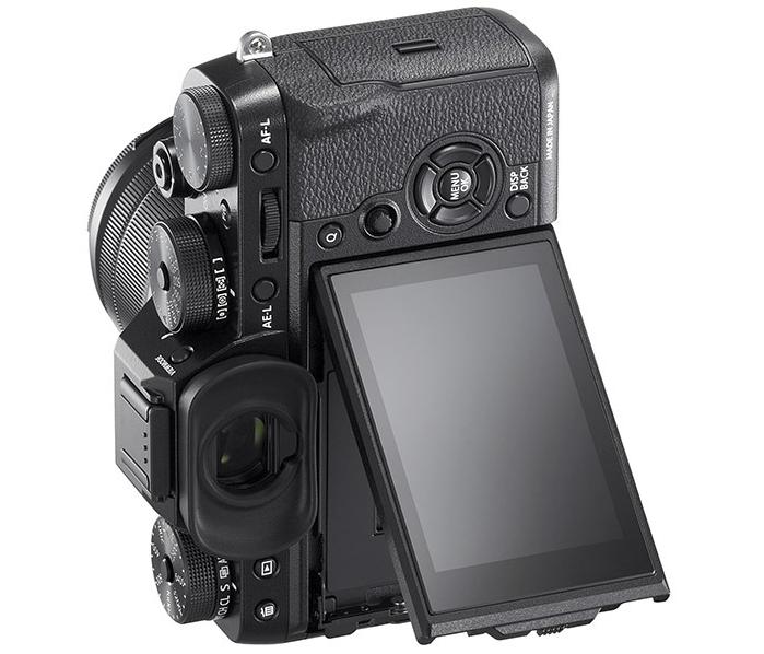 Das neue, in drei Richtungen schwenkbare Display der Fujifilm X-T2 (Bild: fujifilm.com)
